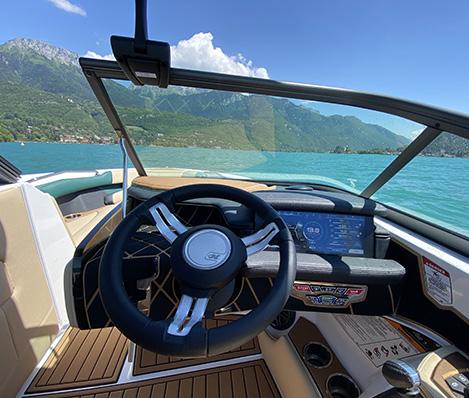 Location bateau avec permis à Annecy